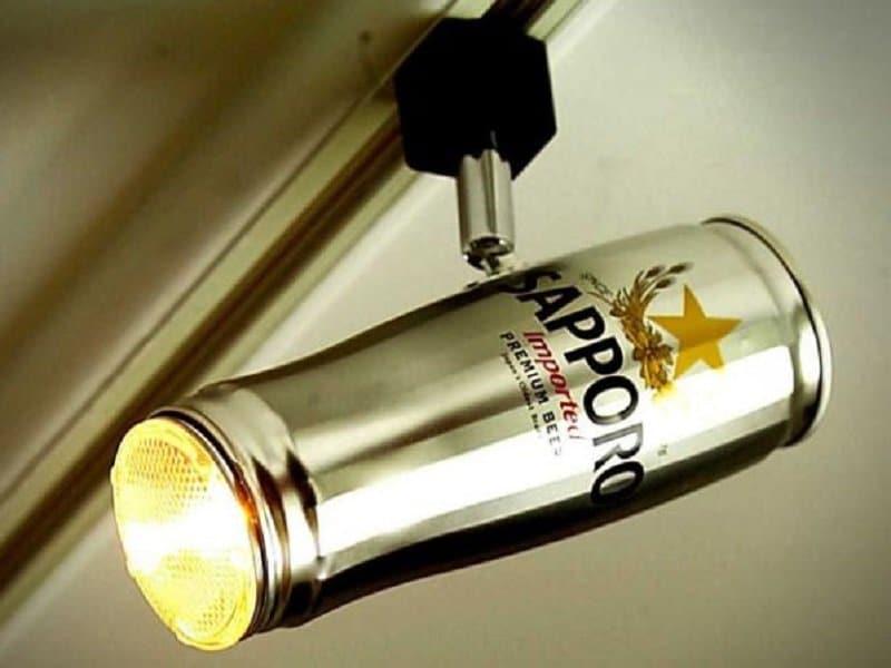 canette de bière en lampe