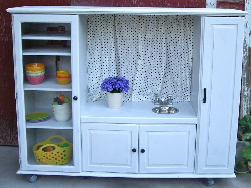 vieux meuble télé recyclé aire de jeux enfant